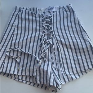 LF striped short with zipper and front tie